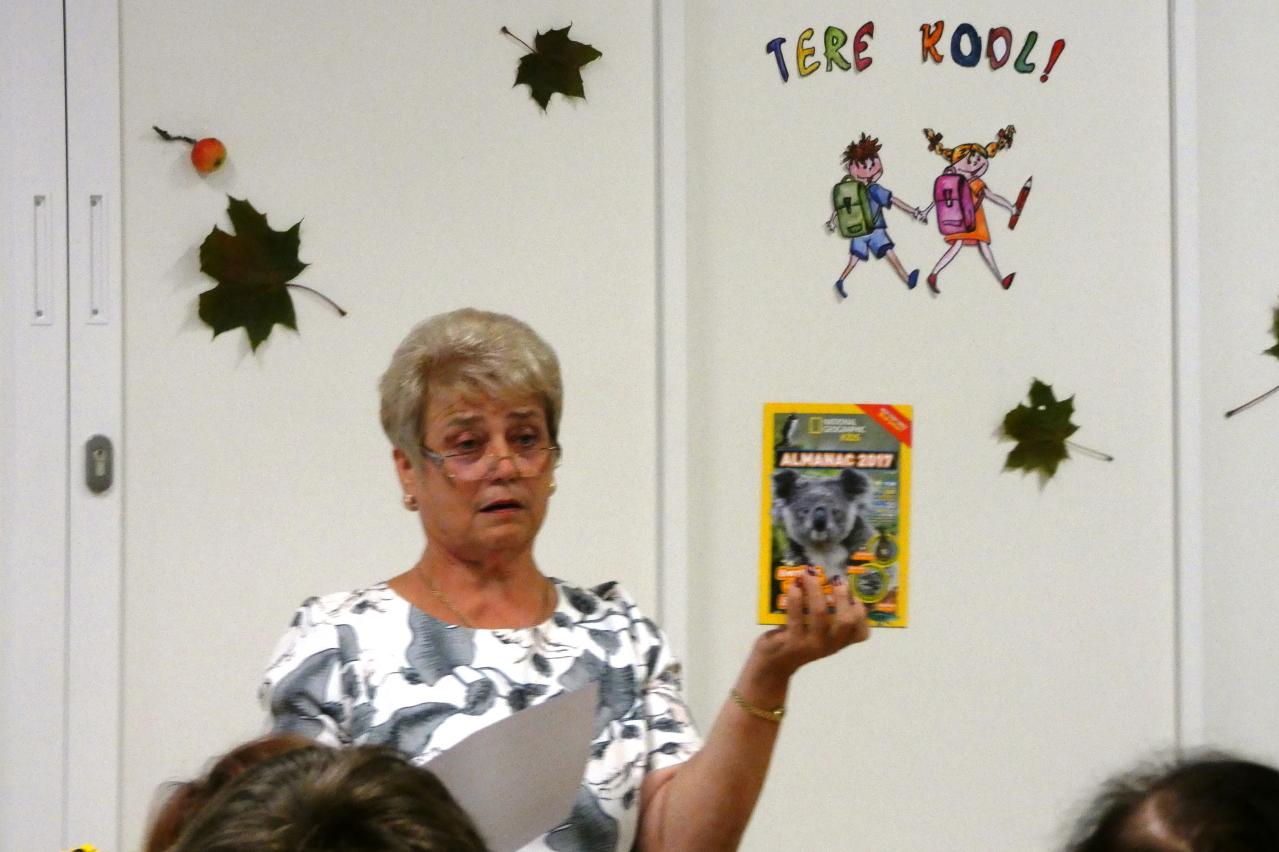 Iga õpilane ja koolitöötaja sai kingituseks USA saatkonna annetatud raamatu