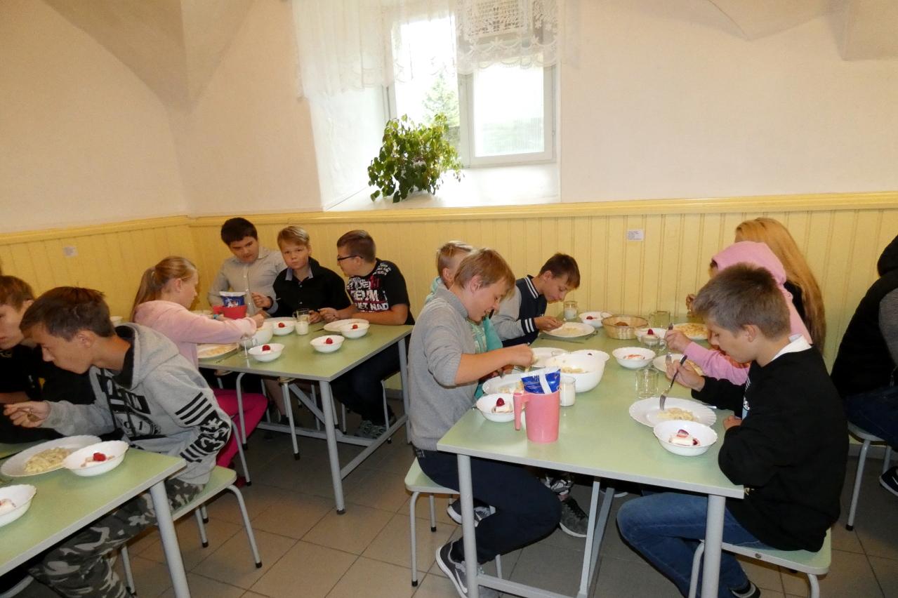 Sünnipäevalõuna kooli sööklas