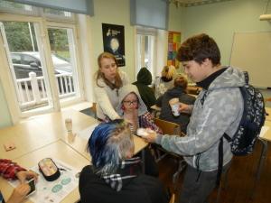 Seenenäituse valmistasid õp Tiiu Rohtla juhendamisel ette ja kõige kaunima seene valimise korraldasid 6. klassi õpilased, 27.09