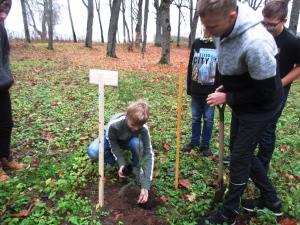 Õpilasesinduste Liidu kingitud puu istutamine