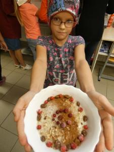 Kokandusring keetis traditsioonilist kaerahelbeputru ja lisas sinna soovi järgi kas marju, komme, sarapuupähkleid, kaneeli. Puder sai maitsev ja hea!