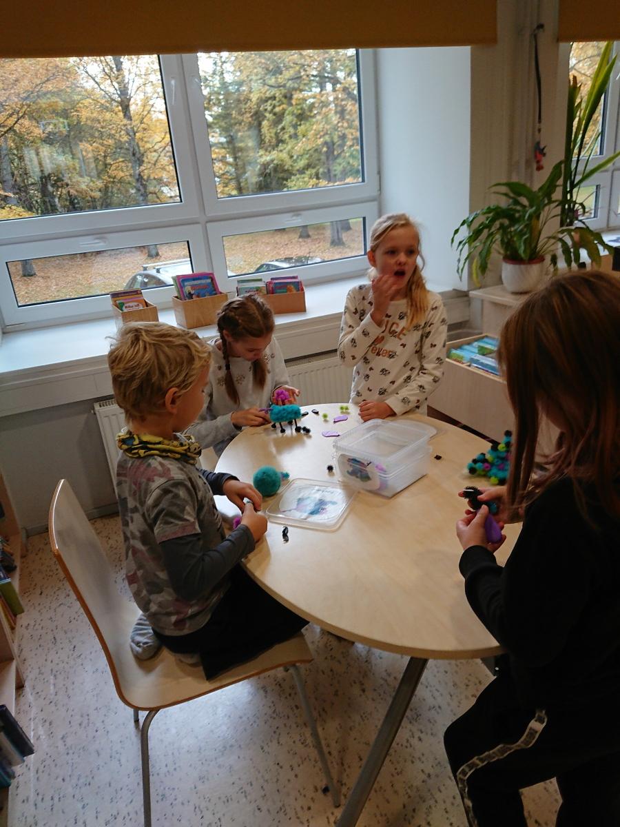 Ettevõtlusnädala raames külastas 1-6. klass Elva Linnaraamatukogu
