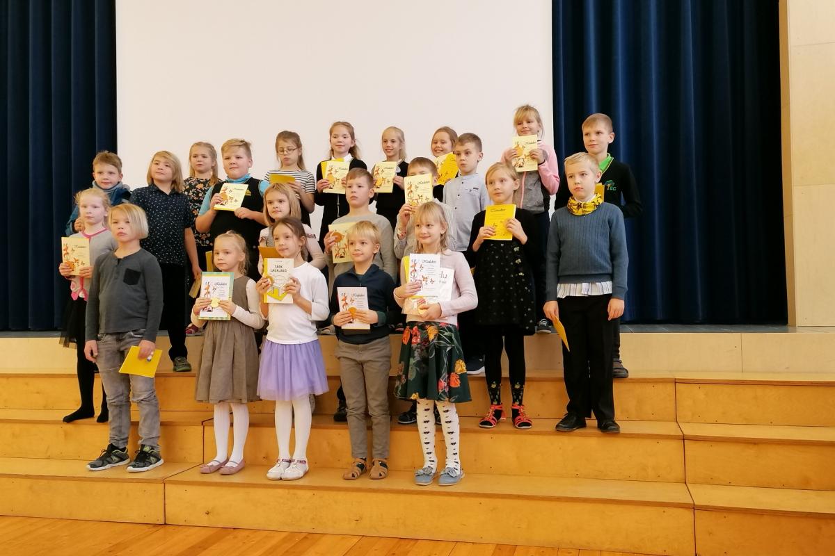 2. klassi osalejad. Meie koolist osales Kätlin, viimases reas paremalt esimene.