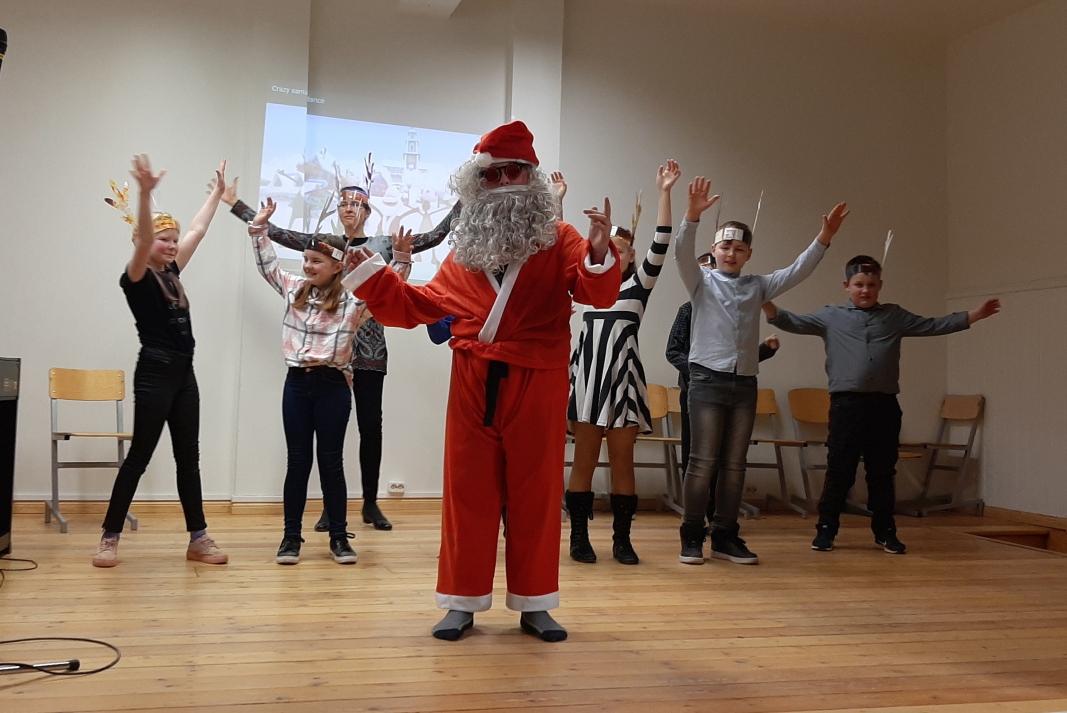 Paly Back ja 4. klassi Crazy Santa Dance