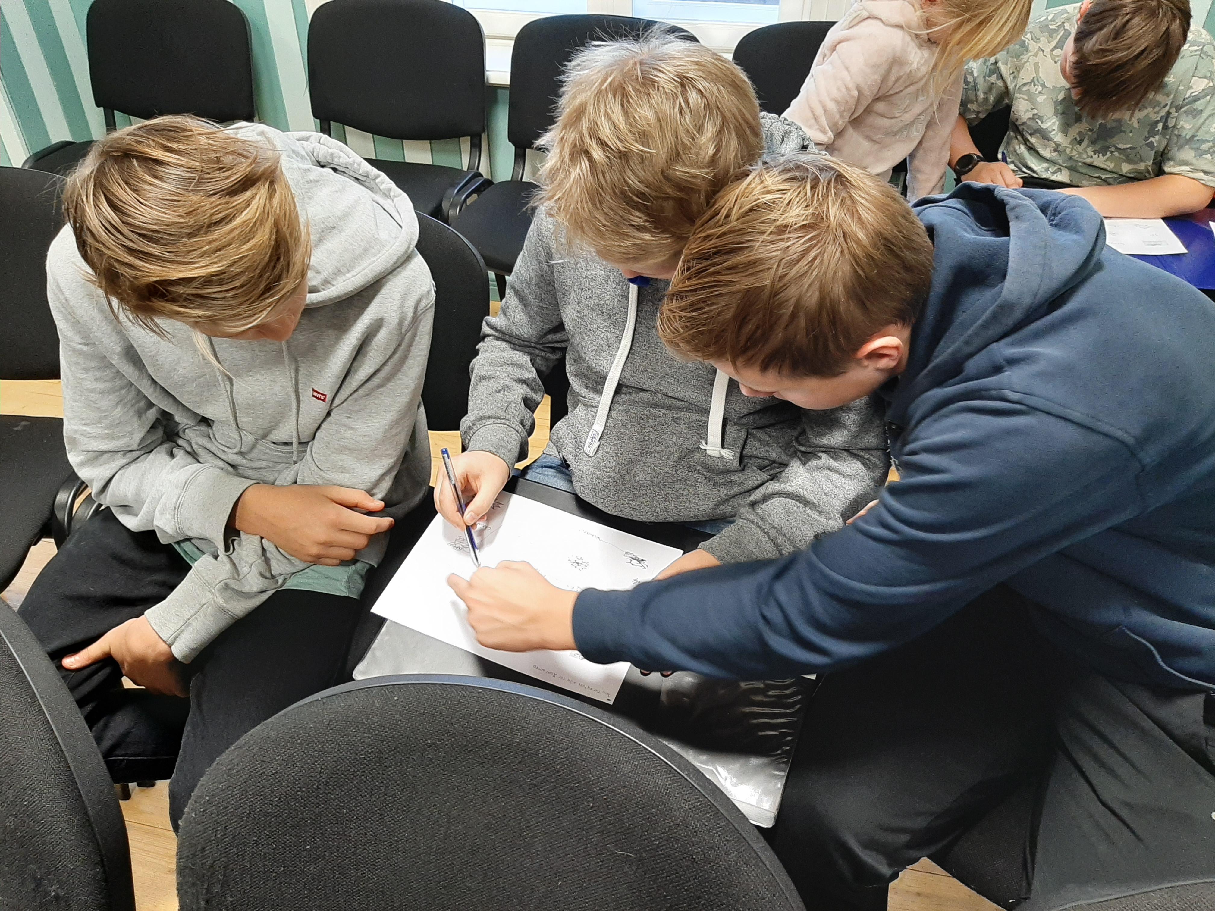 8. klassi Sandra ja Aulise loovtöö - jõulueelne viktoriin Christmas Quiz, 19.12