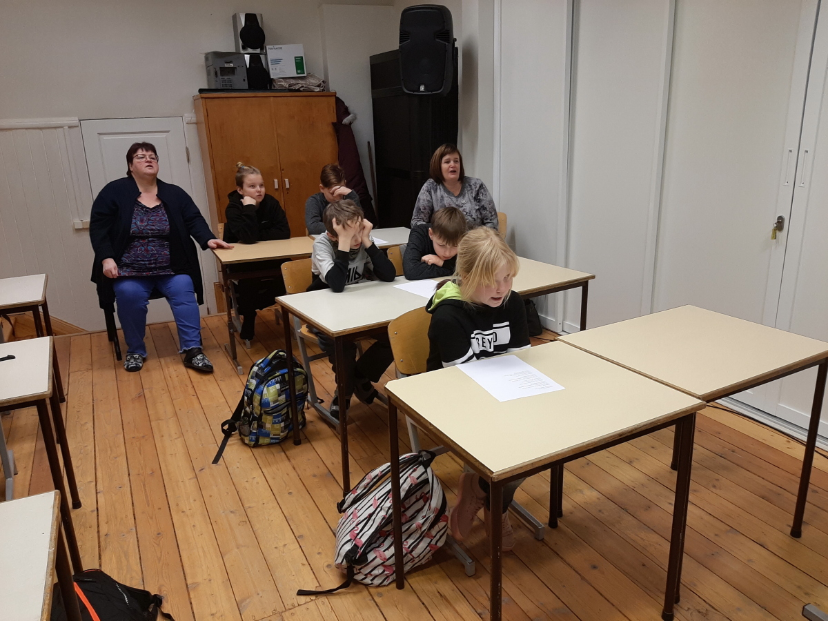 Tagasi Kooli muusikatund 4. ja 5. klassis Laulu- ja tanstupeo juubeliaasta, tundi andis Mae Juske, 03.12