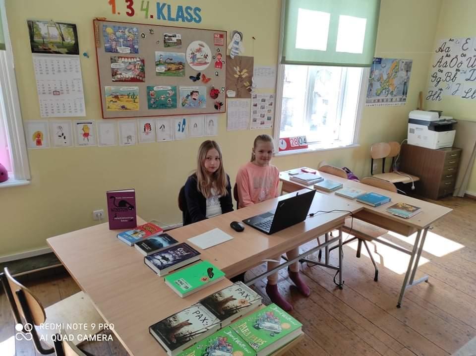 28.04.2021. 4. klassi õpilased Grete-Marie ja Lenne osalesid Tartu maakonna 3-4. klasside viktoriinis Kirjandusmäng .
